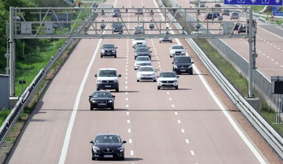 Penggunaan jalan tol dikenakan biaya berdasarkan