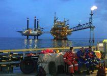 berapa gaji pegawai di pengeboran minyak lepas pantai
