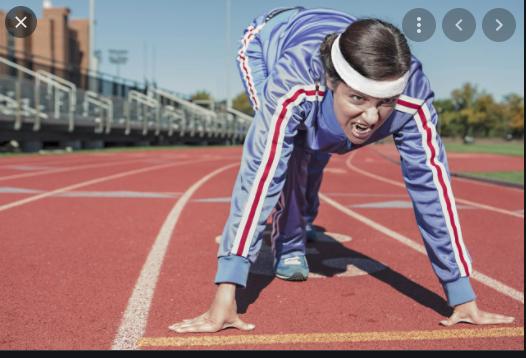 Posisi badan yang membuat pelari semakin cepat yaitu