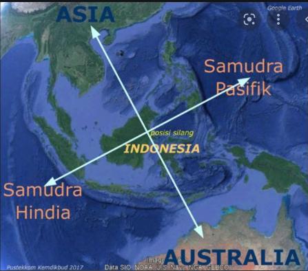 Indonesia diapit oleh dua samudra sebutkan